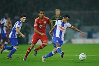 Fussball Bundesliga Saison 2011/2012 26. Spieltag Hertha BSC Berlin - FC Bayern Muenchen V.l.: Luiz GUSTAVO (FCB), RAFFAEL (Hertha BSC).