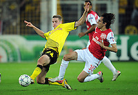 FUSSBALL   CHAMPIONS LEAGUE   SAISON 2011/2012  Borussia Dortmund - Arsenal London        13.09.2001 Sven BENDER (li, Dortmund) gegen Yossi BENAYOUN (re, Arsenal)