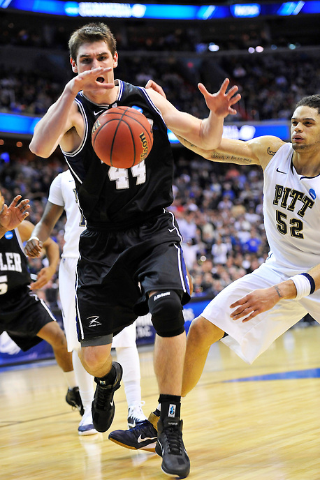 Andrew Smith of the Bulldgos gets the loose ball. Butler upset no.1 seed Pittsburgh 71-70 during the 3rd round of the NCAA Tournament at the Verizon Center in Washington, D.C on Saturday, March 19, 2011. Alan P. Santos/DC Sports Box
