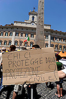 Roma 16 Giugno 2009.Manifestazione dei terremotati abruzzesi davanti la Camera dei  Deputati in Piazza Montecitorio,  per protestare contro le politiche del governo per la ricostruzione dei territori colpiti dal sisma. .Demonstrators  during protest of homeless people from the L'Aquila region, which suffered a violent earthquake in April, to call the government to rebuild the city..banner: Who protects us from the civil defense?