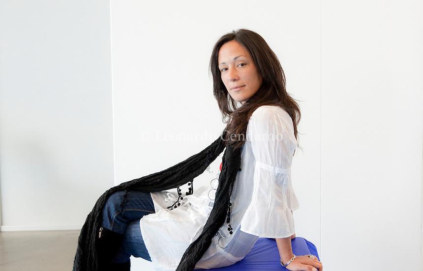 Chiara Gamberale, scrittrice e conduttrice TV. 2010, Torino.  © Leonardo Cendamo