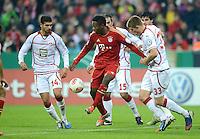 FUSSBALL  DFB POKAL       SAISON 2012/2013 FC Bayern Muenchen - 1 FC Kaiserslautern  31.10.2012 (v.li.) Enis Hajri (1. FC Kaiserslautern) gegen David Alaba (FC Bayern Muenchen) gegen Dominique Heintz (1. FC Kaiserslautern)