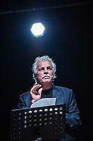 PESCARA (PE) 08/09/2012 - L'ATTORE MICHELE PLACIDO LEGGE LE LETTERE E LE POESIE DEL VATE GABRIELE D'ANNUNZIO. NELLA FOTO MICHELE PLACIDO  FOTO DI LORETO ADAMO
