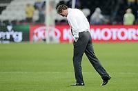 FUSSBALL  EUROPAMEISTERSCHAFT 2012   VORRUNDE Ukraine - Frankreich               15.06.2012 Trainer Laurent Blanc (Frankreich) testet den Rasen
