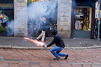 Milano 1 Maggio 2015<br /> Mayday  NoExpo  <br /> Scontri manifestanti polizia durante la manifestazione a Milano,contro l'apertura dell'Esposizione universale Milano 2015. Lancio di razzio contro la polizia<br /> Milan, May 1, 2015<br /> Mayday NoExpo<br /> Clashes  protesters against police during the demonstration in  downtown Milan, to protest against Universal Exposition Milano 2015. Rocket fire against the police