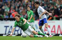 FUSSBALL   1. BUNDESLIGA   SAISON 2011/2012   34. SPIELTAG SV Werder Bremen - FC Schalke 04                       05.05.2012 Clemens Fritz (li, SV Werder Bremen) gegen Jose Manuel Jurado (re, FC Schalke 04)