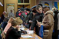 Kiev, Ukraine, 26/12/2004..The third and final round of Ukraine's disputed Presidential election. Crowds of voters have their documents checked at a city centre polling station.