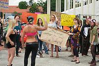2013/06/08 Berlin | Protest gegen Frauen-Nacktfussball