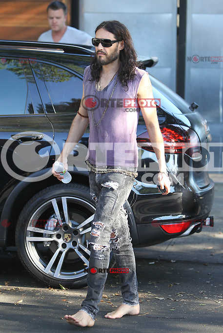 Barefooted and gray haired? Russell Brand spotted walking back to his car without shoes! And notice - 37-year-old Russell seems to be getting a gray beard! Los Angeles, California on 19.07.2012..Credit: Correa/face to face.. / Mediapunchinc *** online only for the weekly magazines no print*** /*NORTEPHOTO.com*<br /> **SOLO*VENTA*EN*MEXICO**<br />  **CREDITO*OBLIGATORIO** *No*Venta*A*Terceros*<br /> *No*Sale*So*third* ***No*Se*Permite*Hacer Archivo***No*Sale*So*third*&copy;Imagenes*con derechos*de*autor&copy;todos*reservados*