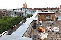 """Heinz Risse, 48 ans , prépare son enfumoir sur le toit du parlement de Berlin ou il a posé ses ruches expérimentales. «Je travaille pour l'imprimerie nationale allemande et le reste de mon temps, je pratique l'apiculture. J'ai quatre ruches avec lesquels je produit du miel et une dizaine d'autre pour mon plaisir, pour observer les abeilles et les élever avec d'autres habitats, d'autres ruches anciennes qui respectent plus la nature des abeilles. Je regarde mes ruches, mes colonies d'abeilles comme des organismes vivants et pas seulement comme des producteurs de miel.»/// Heinz Risse, 48 years old, preparing his smoker on the roof of the parliament in Berlin where he has set up his experimental hives. """"I work for the German national printing office and the rest of the time I practice beekeeping. I have four hives from which I produce honey and a dozen others for my pleasure, to observe the bees and to raise them with other habitats, other, older hives that better respect the bee's nature. I regard my hives, my bee colonies as living organisms and not just honey producers."""""""