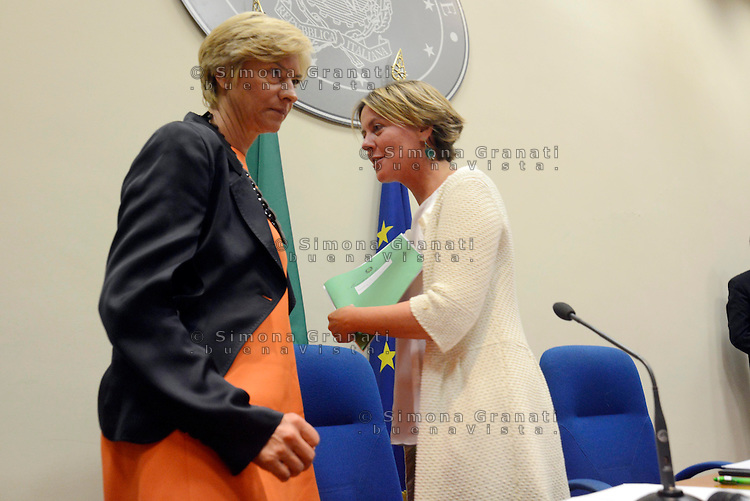 Cannabis terapeutica, firmato accordo per la produzione.<br /> Roma, 18 Settembre 2014<br /> Ministero della salute.<br /> La ministra della salute Beatrice Lorenzin e la Ministra della difesa Roberta Pinotti firmano il protocollo per la produzione della cannabis a scopo terapeutico nello stabilimento chimico farmaceutico militare di Firenze.<br /> Nella foto Beatrice Lorenzin con Roberta Pinotti<br /> Cannabis therapeutics, signed agreement for the production. <br /> Rome, 18 September 2014 <br /> Ministry of Health. <br /> The minister of health Beatrice Lorenzin and the Minister of Defence Roberta Pinotti sign the protocol for the production of cannabis for therapeutic purposes in the chemical and pharmaceutical military factory in Florence.