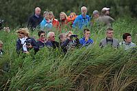 SKUTSJESILEN: GROU: SKS skûtsjesilen, Friese Sporten, 30-07-2011, Fryslân, publiek in de Tynje tussen Pikmar en Wide Ie, ©foto Martin de Jong..