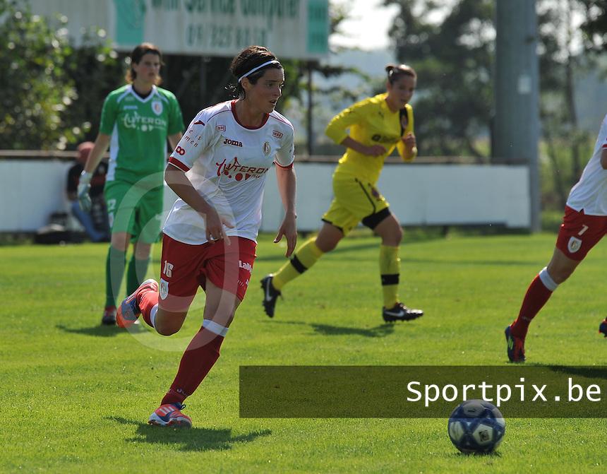 Club Brugge Dames - Standard Femina de Liege : Cecile De Gernier aan de bal.foto JOKE VUYLSTEKE / Vrouwenteam.be