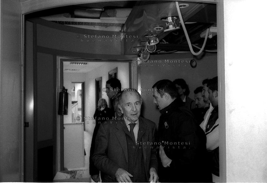 Roma 22 Dicembre 2000.Attentato fascista con una bomba contro il quotidiano Il Manifesto in via Tomacelli..Valentino Parlato