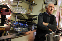 Il signor Felice,72 anni, gestisce il bar all'interno dell'edifici da più di trentenni. Mr. Felix,72, manages the bar inside the building for more than thirty years.Ministero del lavoro e politiche sociali.Direzione provinciale del lavoro di Roma. Servizio politiche del lavoro. Ispettorato del lavoro..Ministry of Labor and Social Policy. Provincial Employment Office in Rome. Service labor policies. ...