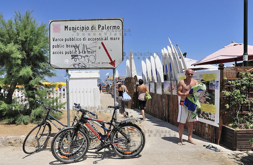 Public entrance to Mondello beach, the most crowded in the coast of Palermo during summertime.<br /> Varco pubblico alla spiaggia di Mondello, la pi&ugrave; affollata in estate della costa di Palermo.