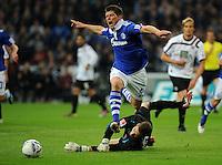 FUSSBALL   1. BUNDESLIGA   SAISON 2011/2012    9. SPIELTAG FC Schalke 04  - 1. FC Kaiserslautern                      15.10.2011 Klaas-Jan HUNTELAAR (obenauf, Schalke) gegen Kevin TRAPP (Kaiserslautern)
