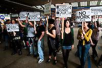 Roma, 1 Maggio 2012.Primo maggio. Studenti, precari e disoccupati picchettano i negozi aperti alla stazione Termini nel giorno della Festa dei Lavoratori, e protestano contro l'austerity e i sacrifici