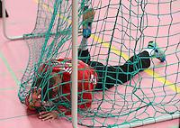 Handball 1. Bundesliga  2012/2013  in der Paul Horn Arena Tuebingen 15.09.2012 TV Neuhausen - Frisch Auf Goeppingen Torwart Bastian Rutschmann  (Frisch Auf) liegt enttaeuscht im Tornetz