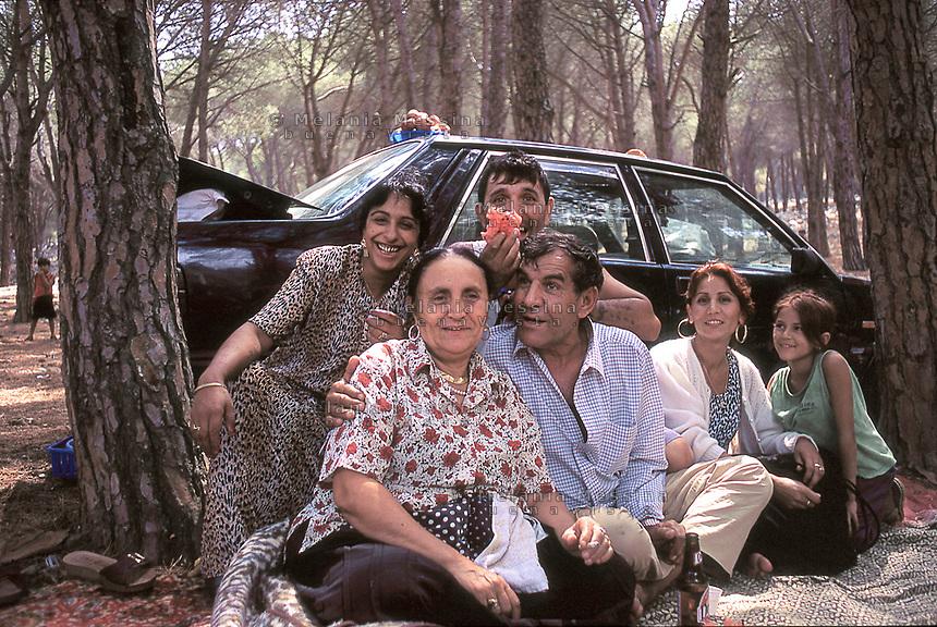 Roma community portraits.<br /> Ritratti di persone Rom