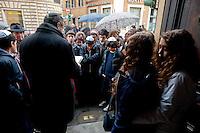 Roma 14 Gennaio 2013.Memorie d'Inciampo a Roma..Sampietrini rivestiti d'una placca d'ottone lucente incastonati a terra di fronte ai portoni dei deportati ad Auschwitz. L'idea è dell'artista tedesco Gunther Demnig nell'ambito del progetto «Memorie d'Inciampo a Roma» a cura di Adachiara Zevi, ciascuna placca è dedicata ad un deportato per ragioni razziali, politiche e militari. In via Arenula 83  le pietre delle  vittime, Alfredo Donato Di Nola e Livia della Seta.Viene letto il Kaddidh  in ricordo dei defunti..Olocaust memorial plaques to victims in Rome.