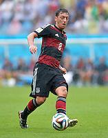 FUSSBALL WM 2014  VORRUNDE    GRUPPE G    in Recife USA - Deutschland                  26.06.2014 Mesut Oezil (Deutschland) am Ball
