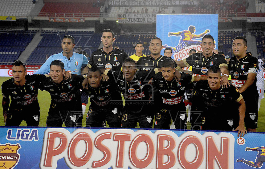 BARRANQUIILLA -COLOMBIA-02-11-2014. Jugadores de Once Caldas posan para una foto previo al partido con  Atlético Junior por la fecha 17 de la Liga Postobón II 2014 jugado en el estadio Metropolitano Roberto Meléndez de la ciudad de Barranquilla./ Players of Once Caldas pose to a photo prior the match against Atletico Junior for the 17th date of the Postobon League II 2014 played at Metropolitano Roberto Melendez stadium in Barranquilla city.  Photo: VizzorImage/Alfonso Cervantes/STR