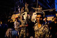 EGITTO, IL CAIRO 9/10 settembre 2011: assalto all'ambasciata israeliana. Migliaia di manifestanti egiziani, ancora infuriati per l'uccisione di cinque guardie di frontiera egiziane da parte dell'esercito israeliano, hanno fatto irruzione nella sede diplomatica israeliana e sono stati poi sgomberati da esercito e polizia egiziana. Nell'immagine: soldati dell'esercito egiziano in strada con i blindati a difesa dell'ambasciata dopo l'assalto.<br /> Egypt attack to the Israeli embassy  Attaque &agrave; l'ambassade israelienne Caire