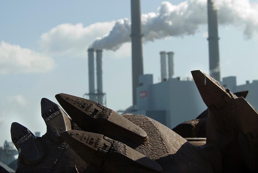 Maasvlakte,12 april, 2010.Haven en industriegebied. Oude boor voor energiecentrale Maasvlakte.. (c)Renee Teunis.