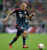 Fussball  International   Audi Cup 2013  Saison 2013/2014   31.07.2013 FC Bayern Muenchen - Sao Paulo FC  Arjen Robben (FC Bayern Muenchen) am Ball