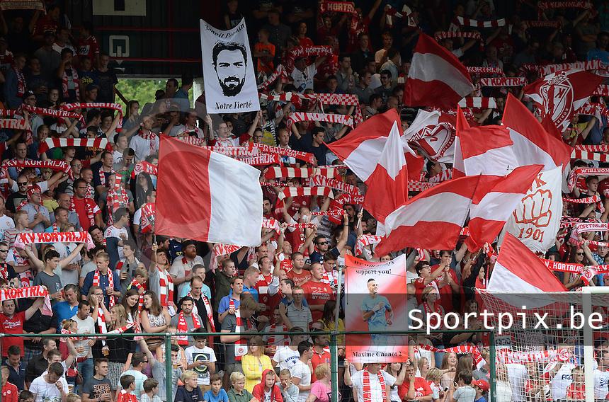 KV Kortrijk - Sporting Lokeren :  Tribune 2 Vak I : supporters met spandoeken voor  Benoit Poulain : Notre fierte en Maxime Chanot <br /> Foto DAVID CATRY / VDB