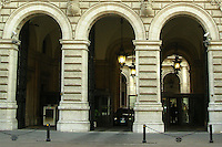 La Banca d'Italia è la banca centrale della Repubblica italiana ed è parte del Sistema europeo di banche centrali (SEBC) e dell'Eurosistema..The Bank of Italy is the central bank of the Republic of Italy and part of the European System of Central Banks (ESCB) and the Eurosystem....