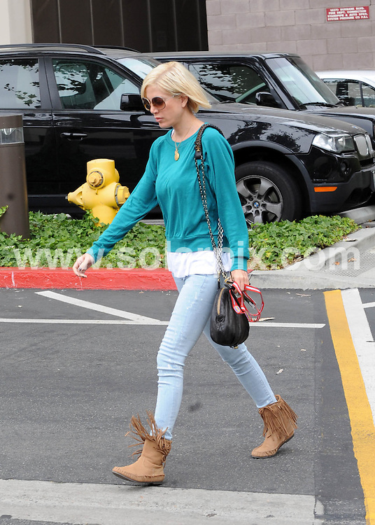 **ALL ROUND PICTURES FROM SOLARPIX.COM**.**SYNDICATION RIGHTS FOR UK AND SPAIN ONLY**.Tori Spelling, visibally upset rushes to the hospital to visit husband Dean in the hospital. The actor Dean McDermott is in the intensive care unit with a punctured and collapsed lung, following his second motorcycle accident this year. Los Angeles, USA. 4 July 2010..This pic: Tori Spelling..JOB REF: 11606 STL        DATE: 04_07_2010.**MUST CREDIT SOLARPIX.COM OR DOUBLE FEE WILL BE CHARGED**.**MUST NOTIFY SOLARPIX OF ONLINE USAGE**.**CALL US ON: +34 952 811 768 or LOW RATE FROM UK 0844 617 7637**