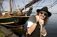 11/09/09 HMS Bounty sails up Clyde