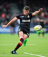Owen Farrell of Saracens kicks for the posts. Aviva Premiership match, between Saracens and Leicester Tigers on October 29, 2016 at Allianz Park in London, England. Photo by: Patrick Khachfe / JMP