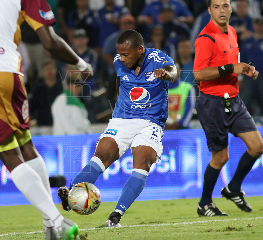 BOGOTÁ -COLOMBIA-28-02-2016.Andres Escobar  de Millonarios convierte su gol contra el Tolima durante partido por la fecha 7 de Liga Águila I 2016 jugado en el estadio Nemesio Camacho El Campin de Bogotá./ Andres Escobar of Millonarios scores his goal against of Tolima during the match for the date 7 of the Aguila League I 2016 played at Nemesio Camacho El Campin stadium in Bogota. Photo: VizzorImage / Felipe Caicedo / Staff