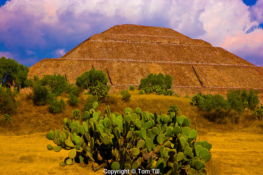 Temple of the Sun.Teotihuacan  Pyramid, Mexico.Over 70 meters high   World's largest pyramid.Aztec temple built 100 AD in Valleyof Mexico.Mexico's biggest ancient city