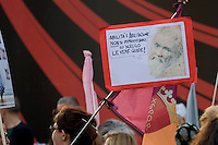 Roma 19 Maggio 2015<br /> Manifestazione delle guide turistiche in piazza del Popolo, contro i Decreti Ministeriali, che fanno perdere  il lavoro alle 25.000 guide abilitate in Italia, e permetterebbe a guide turistiche  provenienti da altri paesi europei di effettuare visite guidate in tutto il territorio italiano.<br /> Rome May 19, 2015<br /> Demostration of the tour guides at the Piazza del Popolo against the ministerial decrees they do lose their jobs to 25,000 qualified guides in Italy and would allow to the tourist guides from other European countries to take guided tours in Italy.