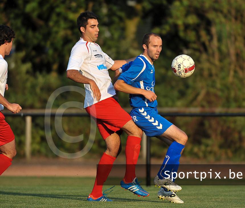 Finale Mandel Cup : <br /> KFC Meulebeke - KSV Rumbeke : Pieter Vanackere aan de bal voor Michiel Deltour (links)<br /> foto VDB / Bart Vandenbroucke