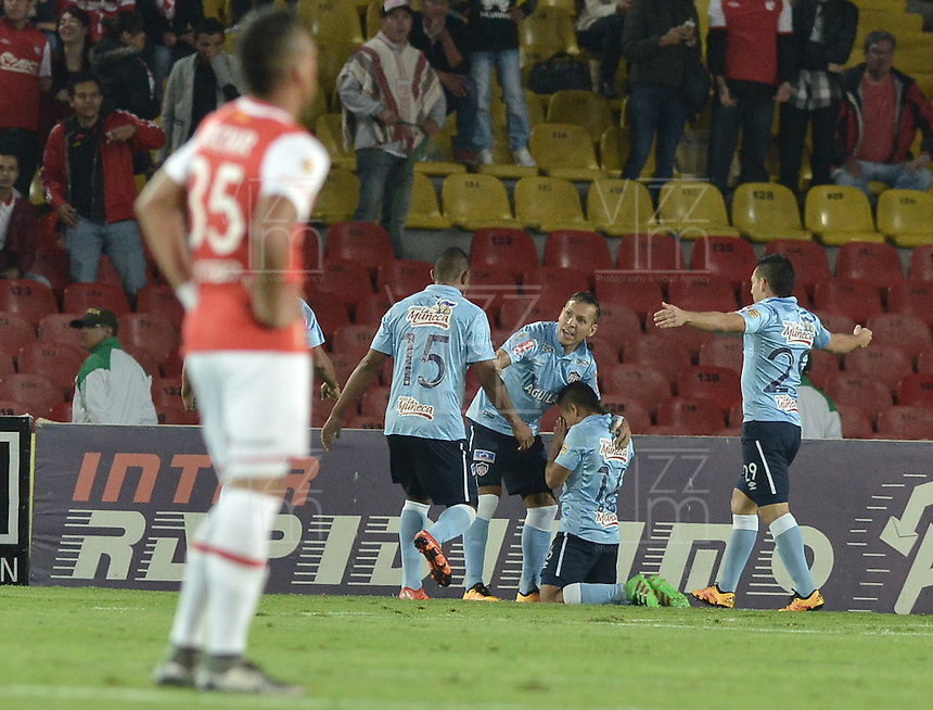 BOGOTÁ -COLOMBIA, 23-03-2016. Vladimir Hernandez (C.), jugador de Atletico Junior, celebra el gol anotado a Independiente Santa Fe durante partido aplazado por la fecha 4 entre Independiente Santa Fe y Atletico Junior, de la Liga Aguila I-2016, en el estadio Nemesio Camacho El Campin de la ciudad de Bogota. / Vladimir Hernandez (C), player of Atletico Junior, celebrates a goal scoring to Independiente Santa Fe during a postponed match of the date 4 between Independiente Santa Fe and Atletico Junior, for the Liga Aguila I -2016 at the Nemesio Camacho El Campin Stadium in Bogota city. Photo: VizzorImage/ Gabriel Aponte / Staff