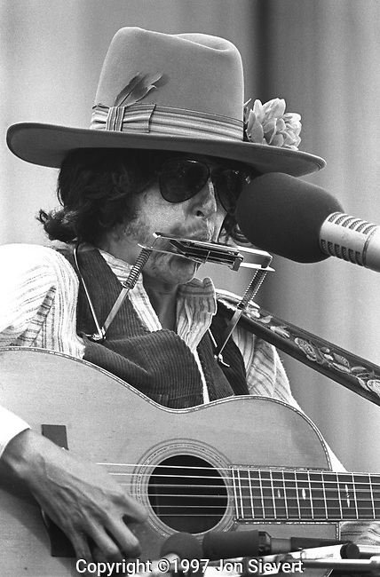 Joan Baez as Bob Dylan, Bread & Roses Festival, Berkeley, CA, Oct. 8, 1977