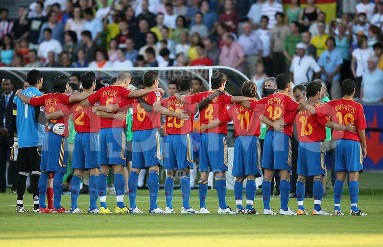 Fussball International Achtelfinale U 20 WM  Spanien 4 -2  Brasilien n.V. ESP Team umarmt ich bei der Nationalhymne