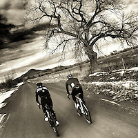 Cycling the dirt roads north of Boulder, Colorado