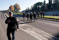 Roma 28 Novembre 2011.Inaugurata la nuova Stazione Tiburtina dell'alta velocità..I carabinieri intervengono  per fermare i No Tav  su  via Tiburtina