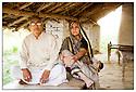 Inde- Sur la route de Gorakhpur, chef de village et sa femme