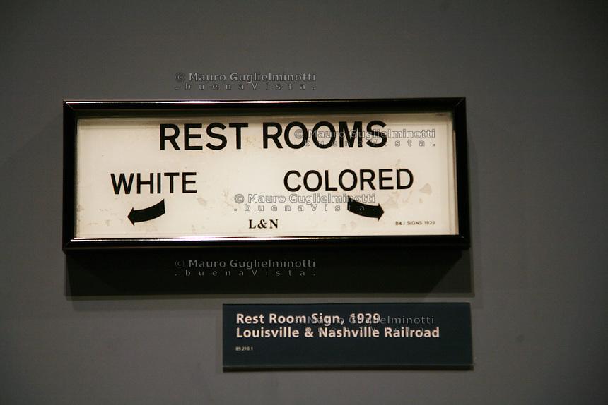 Detroit: Ford Museum Apartheid. Bagni separati per bianchi e neri ...