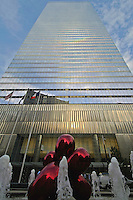 Fountain, Park at 7 WTC, designed by landscape architect Ken Smith, Balloon Flower (Red) by sculptor by Jeff Koons, 7 World Trade Center, Manhattan, New York City, New York, USA, designed by Skidmore,