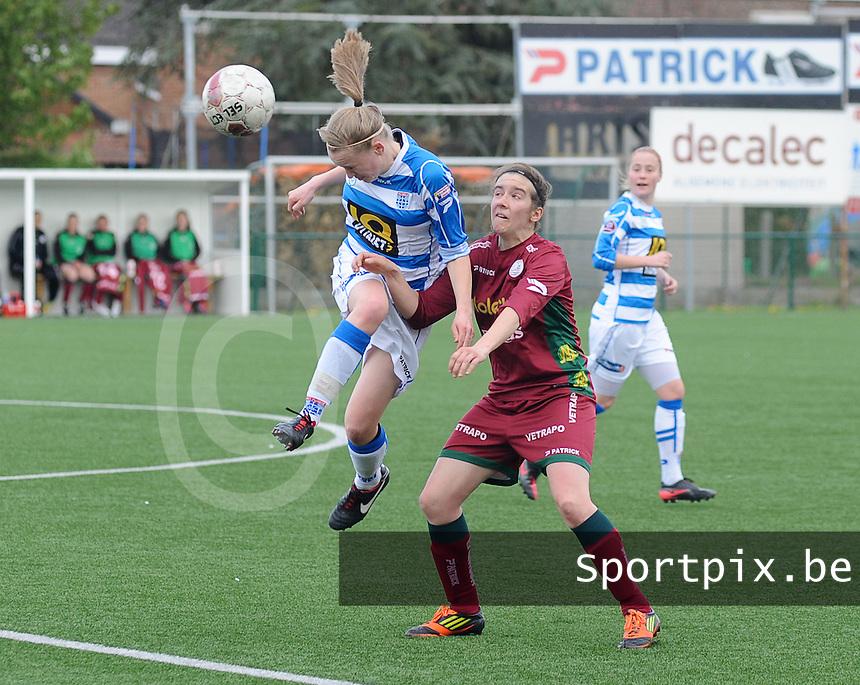 Dames Zulte-Waregem - PEC Zwolle : Jirre den Biesen met de kopbal voor Lindsey De Rijcke .foto DIRK VUYLSTEKE / Vrouwenteam.be