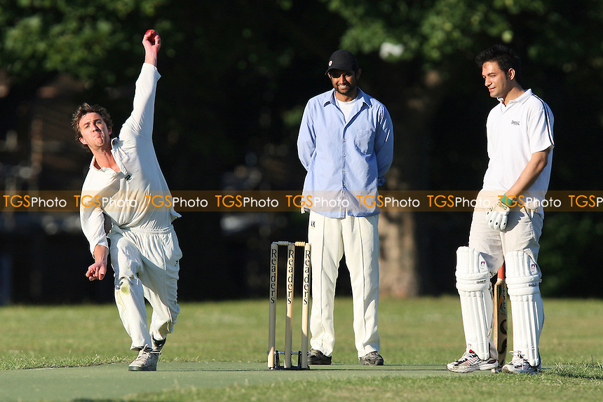 Masiha CC vs Chats Palace CC - Victoria Park Community Cricket League - 23/06/09 - MANDATORY CREDIT: Gavin Ellis/TGSPHOTO - Self billing applies where appropriate - 0845 094 6026 - contact@tgsphoto.co.uk - NO UNPAID USE.