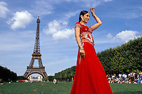 Actress Kareena Kapoor at the Eiffel tower in Paris France, for the shooting of the Bollywood film ''Live only for you''Jeena Sirf Merre Liye''